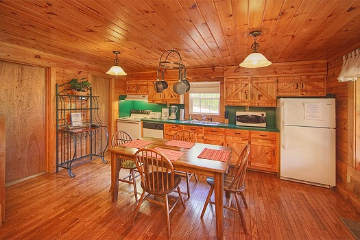 kitchen and dining area at sunshine day dream a 1 bedroom cabin rental located in gatlinburg