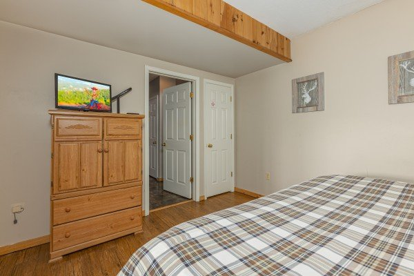 Dresser and TV in a bedroom at Brink of Heaven, a 2 bedroom cabin rental located in Gatlinburg
