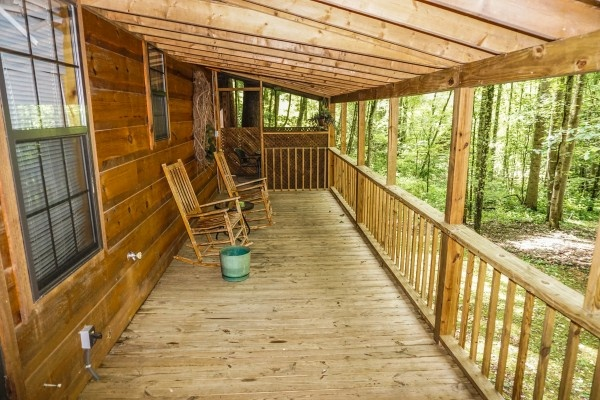 deck with rocking chairs at cozy cabin a 2 bedroom cabin rental located in gatlinburg