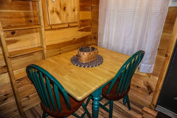 dining table for two at cozy cabin a 2 bedroom cabin rental located in gatlinburg