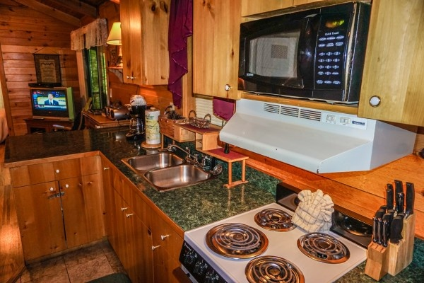 full sized kitchen at cozy cabin a 2 bedroom cabin rental located in gatlinburg