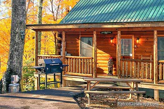 Front porch grill and picnic table at Tucked Away, a 2 bedroom cabin rental located in Gatlinburg