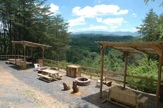 a common area with firepit and covered seating at a panoramic view a 1 bedroom cabin rental located in pigeon forge