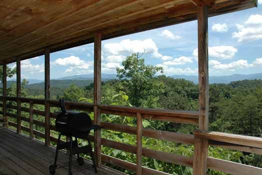 cook up something nice on the grill at a panoramic view a 1 bedroom cabin rental located in pigeon forge