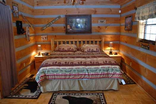 a king sized bed in the studio layout of a panoramic view a 1 bedroom cabin rental located in pigeon forge