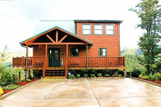 large concrete parking at horse'n around a 3 bedroom cabin rental located in pigeon forge