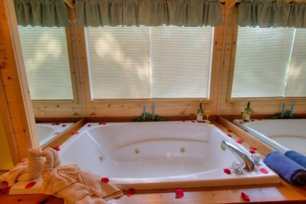 Jacuzzi tub at A Dream Romance, a 1 bedroom cabin rental located in Gatlinburg