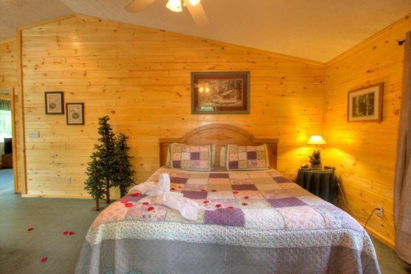 King sized bed at A Dream Romance, a 1 bedroom cabin rental located in Gatlinburg