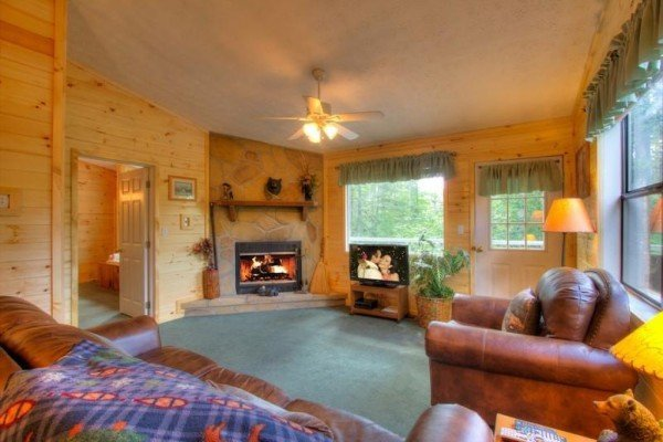 living room with fireplace and television at a dream romance a 1 bedroom cabin rental located in gatlinburg