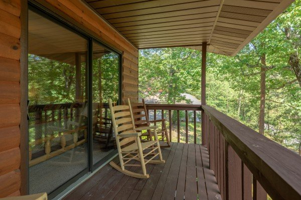 Two rocking chairs on the covered deck at Bear Necessities, a 3 bedroom cabin rental located in Pigeon Forge