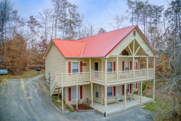 Front exterior view of Bearly in the Mountains, a 5-bedroom cabin rental located in Pigeon Forge