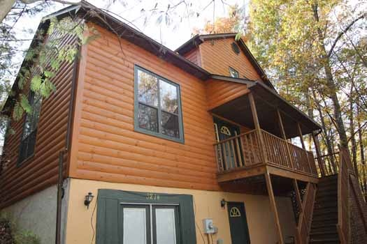 back exterior view at sweet dreams lodge a 3 bedroom cabin rental located in pigeon forge