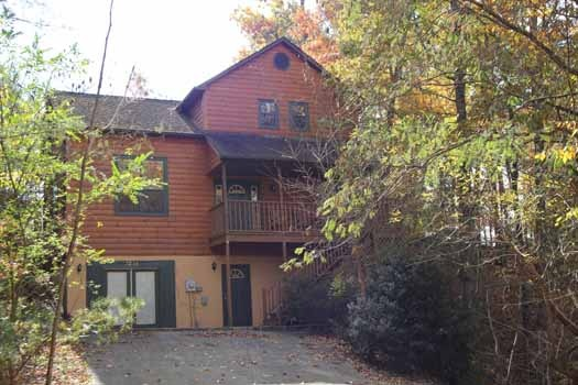 exterior front view at sweet dreams lodge a 3 bedroom cabin rental located in pigeon forge