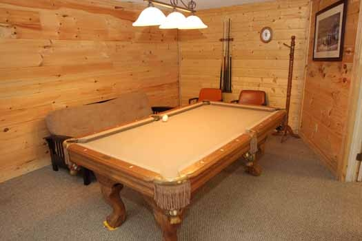 first floor game room at sweet dreams lodge a 3 bedroom cabin rental located in pigeon forge