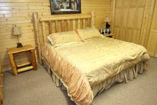 first floor king bedroom at sweet dreams lodge a 3 bedroom cabin rental located in pigeon forge