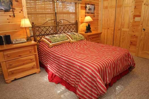 main level queen bedroom at sweet dreams lodge a 3 bedroom cabin rental located in pigeon forge