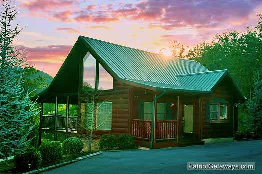 Flying with Eagles, a 3-bedroom cabin rental located in Pigeon Forge