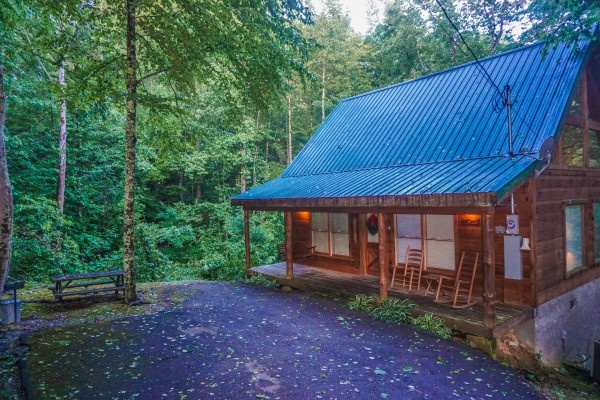 Paved parking at the front porch of Denim Blues, a 1-bedroom cabin rental located in Gatlinburg
