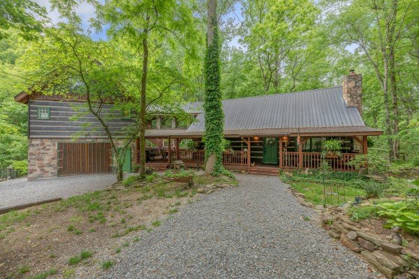 The Lodge at Paradise Falls, a 4 bedroom cabin rental located in Pigeon Forge