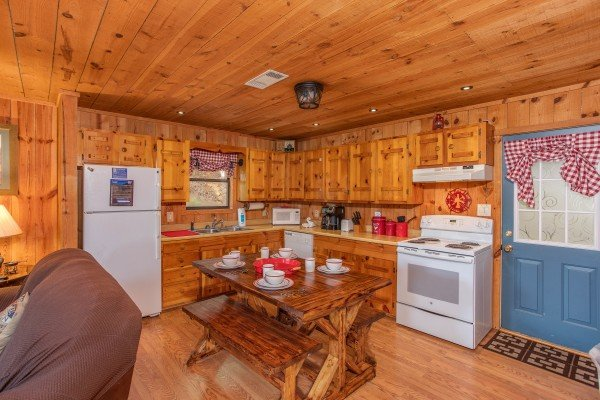 at peace & quiet a 3 bedroom cabin rental located in pigeon forge
