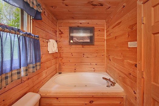 Master bath jacuzzi tub at Trapper's Trace, a 2 bedroom cabin rental located in Gatlinburg