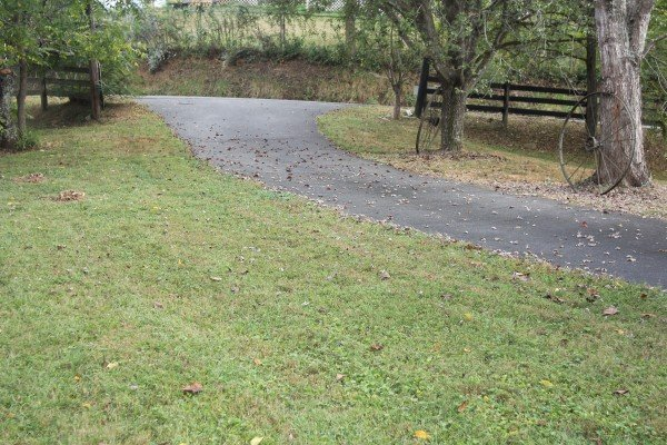 Driveway and yard at Leconte Nirvana, a 3 bedroom cabin rental located in Pigeon Forge