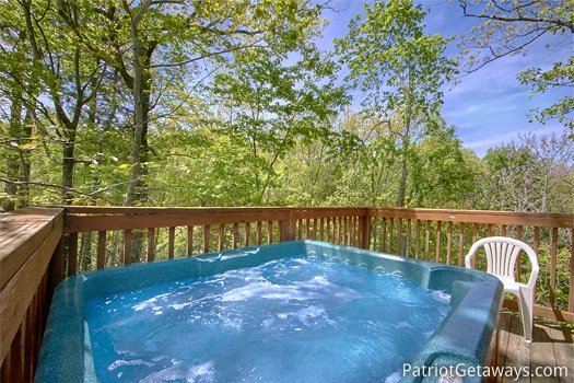 Hot tub at Quality Time, a 1 bedroom cabin rental located in Gatlinburg