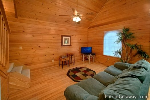 Living room at Quality Time, a 1 bedroom cabin rental located in Gatlinburg