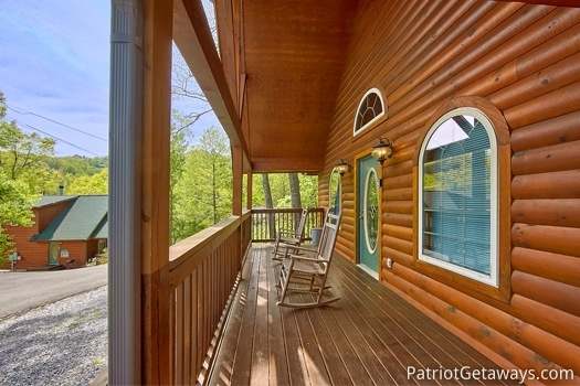 front porch rockers at wild kingdom a 1 bedroom cabin rental located in gatlinburg