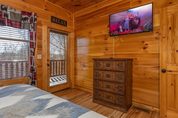 Deck access, dresser, and TV in a bedroom at La Kiara a 3 bedroom cabin rental located in Pigeon Forge