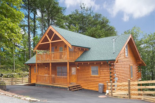 Log Wild! A 4 bedroom cabin rental located in Pigeon Forge
