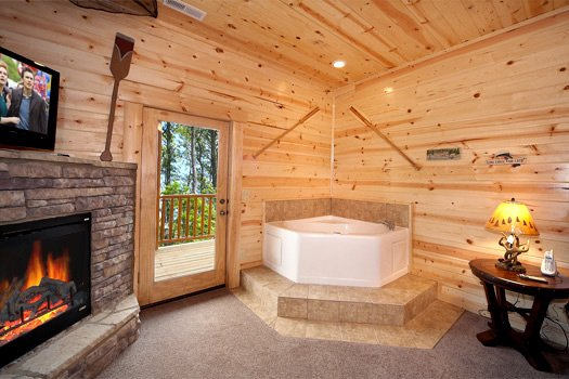 Corner jacuzzi tub in first floor bedroom at Log Wild! A 4 bedroom cabin rental located in Pigeon Forge