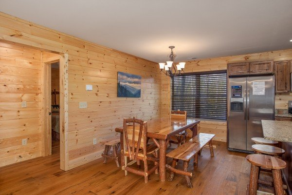Dining space for six at Wander Inn Gatlinburg, a 3 bedroom cabin rental located in Gatlinburg