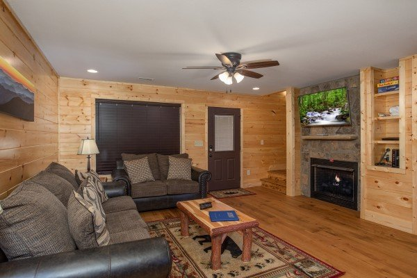 Fireplace and TV in the living room at Wander Inn Gatlinburg, a 3 bedroom cabin rental located in Gatlinburg