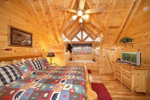 in room jacuzzi tub at big sky lodge a 3 bedroom cabin rental located in gatlinburg