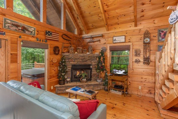 Corner stone fireplace at Aw Paw's Place, a 1-bedroom cabin rental located in Pigeon Forge