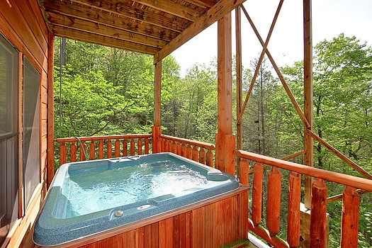 Hot tub at Bearly Makin' it, a 1-bedroom cabin rental located in Gatlinburg