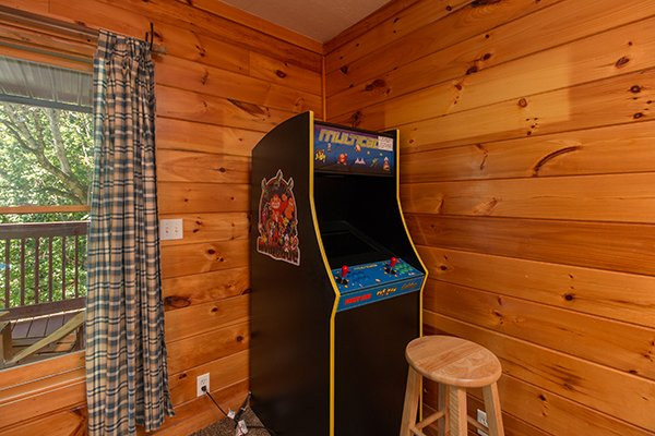 Arcade game at Hickory Hideaway, a 3-bedroom cabin rental located in Pigeon Forge