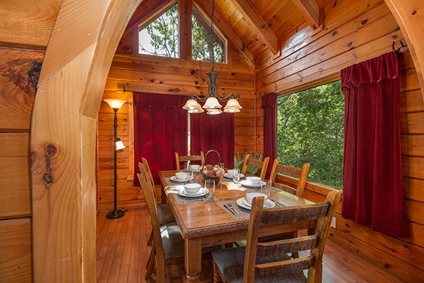 Dining space for six at Hickory Hideaway, a 3-bedroom cabin rental located in Pigeon Forge