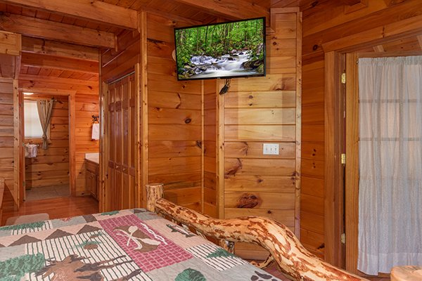 Bedroom with a TV at Hickory Hideaway, a 3-bedroom cabin rental located in Pigeon Forge