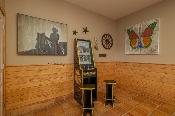 Arcade game Hawk's Heart Lodge, a 3 bedroom cabin rental located in Pigeon Forge