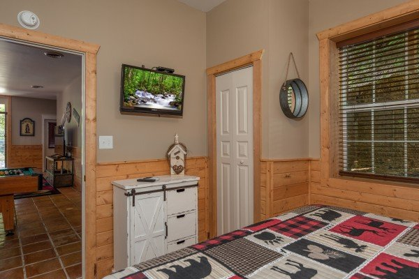Dresser and TV in a bedroom at Hawk's Heart Lodge, a 3 bedroom cabin rental located in Pigeon Forge