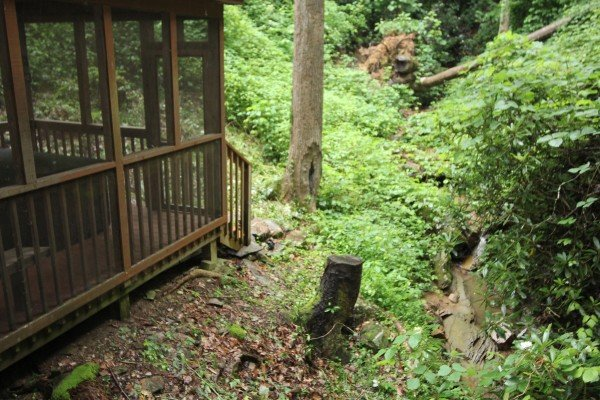 at cabin by the creekside a 4 bedroom cabin rental located in pigeon forge