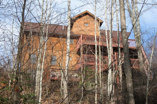 exterior rear view at mountain spirit a 4 bedroom cabin rental located in pigeon forge