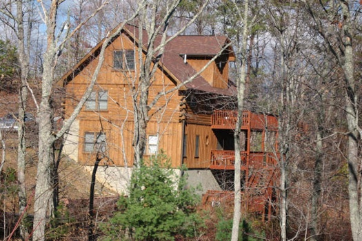 exterior side view at mountain spirit a 4 bedroom cabin rental located in pigeon forge