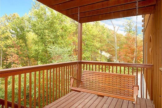 first floor deck with swing at mountain spirit a 4 bedroom cabin rental located in pigeon forge