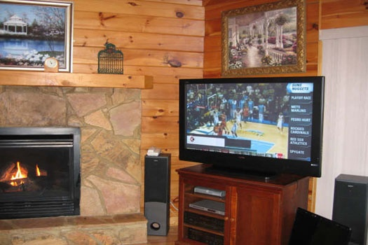 flat screen tv in living room at mountain spirit a 4 bedroom cabin rental located in pigeon forge
