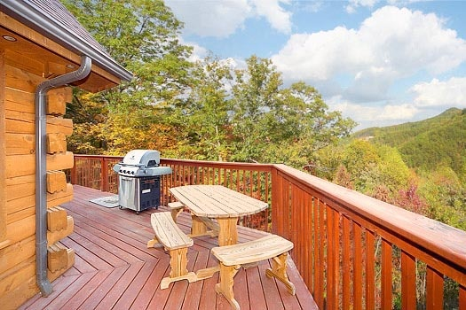 picnic table and grill at mountain spirit a 4 bedroom cabin rental located in pigeon forge