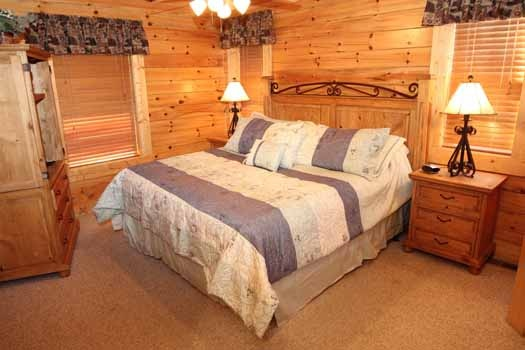 bedroom with king bed at starry starry night a 2 bedroom cabin rental located in pigeon forge