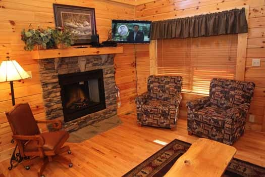 living room seating at starry starry night a 2 bedroom cabin rental located in pigeon forge